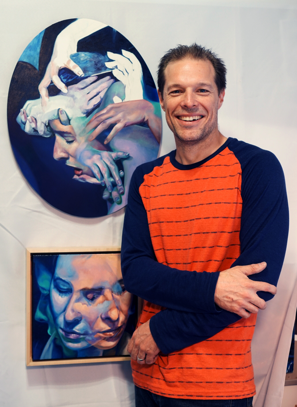 Scott Hutchison in front of his artwork in 2017